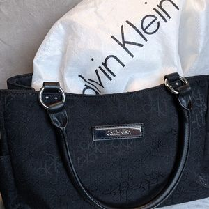 Classic Black Calvin Klein - Protected & LIKE NEW